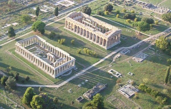 paestum-area-archeologica-dallalto